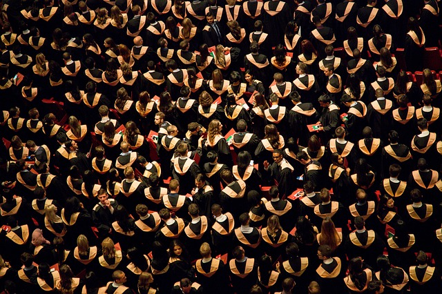 absolventi na promoci