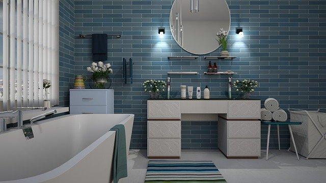 modrá čistá koupelna