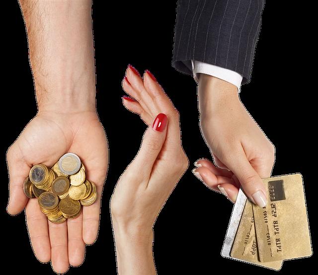 ruce, kreditní karty v ruce, mince na dlani